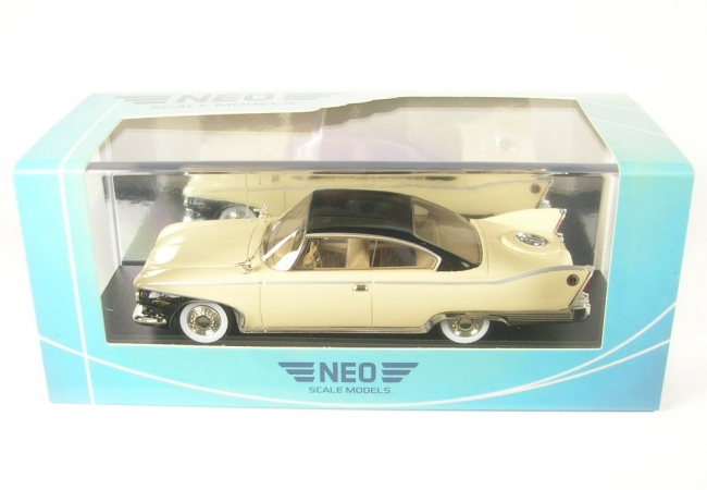 Plymouth Fury Coupe (beige/black) 1960 - 1:43