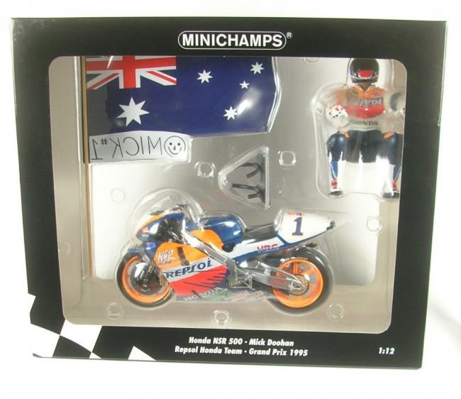 Honda NSR 500 No.1 GP 1995 (Mick Doohan) with Figurine and Flag